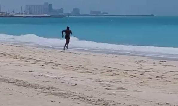 PSL 2021: अबू धाबी में समुंद्र के किनारे पर 100 मीटर दौड़ने पर थके आंद्रे रसल, कहा- मुझे बेड चाहिए, देखिए पूरा वीडियो